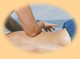 Massagestrich mit dem Unterarm